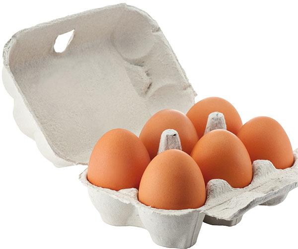 VAJCIA Máte vo zvyku ukladať vajíčka do chladničky vpôvodnom kartónovom obale zobchodu? Tento obal môže byť zdrojom množstva mikroorganizmov. Lepšie je preložiť vajíčka do pripravených stojanov vchladničke užším koncom smerom nadol – tu majú pevnejšiu škrupinku. Anezabudnite: kartónový obal od vajíčok patrí do zmiešaného odpadu,  nie do papiera!