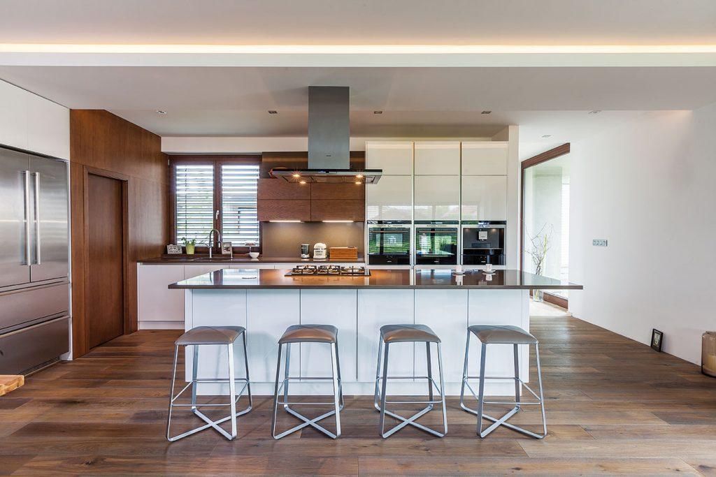 Detailne premyslená kuchyňa, ktorá sa blíži k dokonalosti