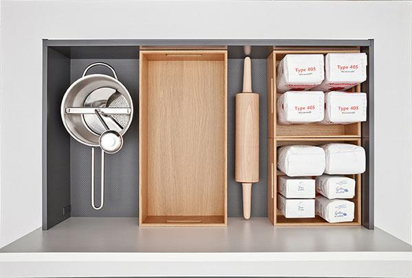 Praktické Flex boxy vyrobené z pravého dreva dobre vyzeraju poskytujte v skrini poriadok.