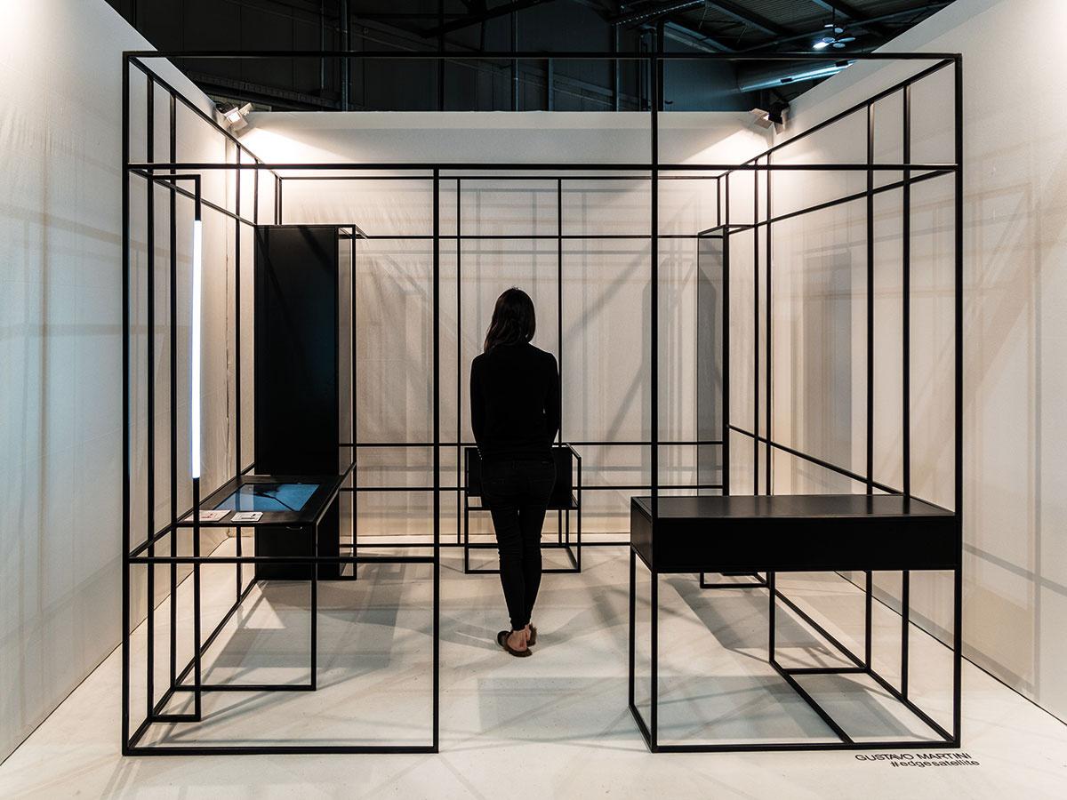 """""""Minimal"""" v podobe tvarov, ale aj významovo. Multifunkčný nábytok a schematické bunky zlučujúce viac priestorov v jednom. Mladý brazílsky dizajnér Gustavo Martini v projekte multifunkčnej bunky Edge zhmotnil prvotnú architektonickú skicu do reality."""
