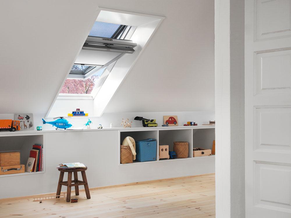Vonkajšie tieniace doplnky zabezpečia interiér proti prehrievaniu, pričom vnútorné zabezpečujú reguláciu prichádzajúceho denného svetla.