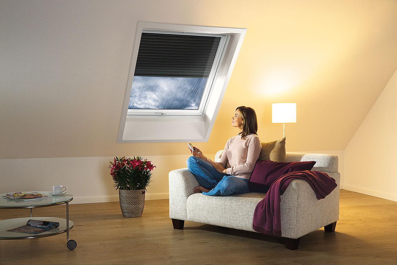 Vonkajšia roleta úplne zatemní miestnosť azároveň ju chráni pred prehrievaním.