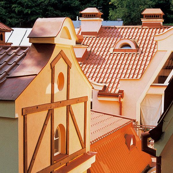 Niekoľko faktov o plochých a šikmých strechách
