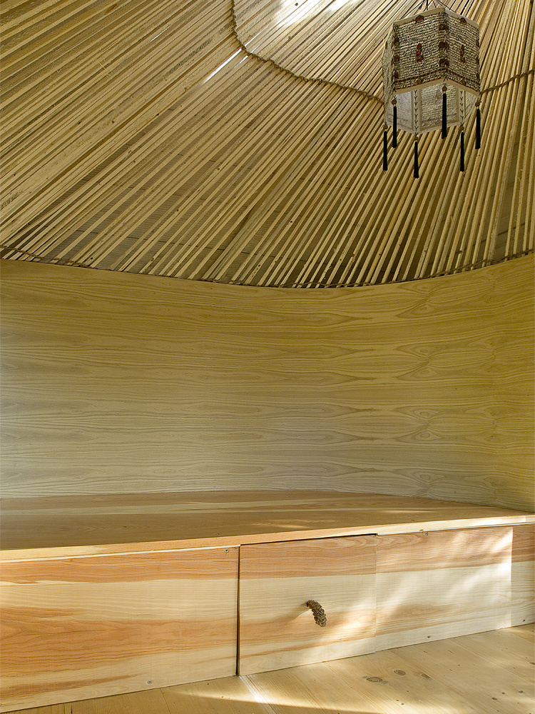 Čajovňa uprostred záhrady s nádychom orientu – taký je Klobúk od A1 Architects
