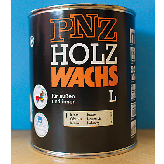 PNZ vosk na drevo L (PNZ-Holzwachs L) je prírodný, vhodný do interiéru aj exteriéru, atiež na fermežované drevo. Vponuke je vôsmich odtieňoch vrátane bezfarebného. Používa sa na údržbu tlakom impregnovaných drevených prvkov, napr. záhradného nábytku, na ochranu avylepšenie domáceho aj exotického dreva. Je vhodný na okná, okenice, záhradné prístrešky, záhradný nábytok, balkóny apod. www.pnz.sk