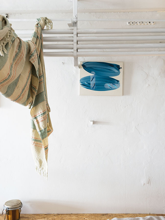 Aj jediný drobný obraz vytvorí v priestore dôležitý akcent. Autorkou maľby je Andrea Bartošová.
