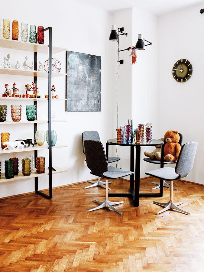 Naše retro v sebe skrýva kus histórie a tým aj osobných spomienok. Umelecké diela, ale aj nábytok môžu originálne vniesť ducha do moderného bytu. Možno aj v podobe hračiek, ktoré spolu s mnohými inými vecami nájdete na www.novoretro.net.