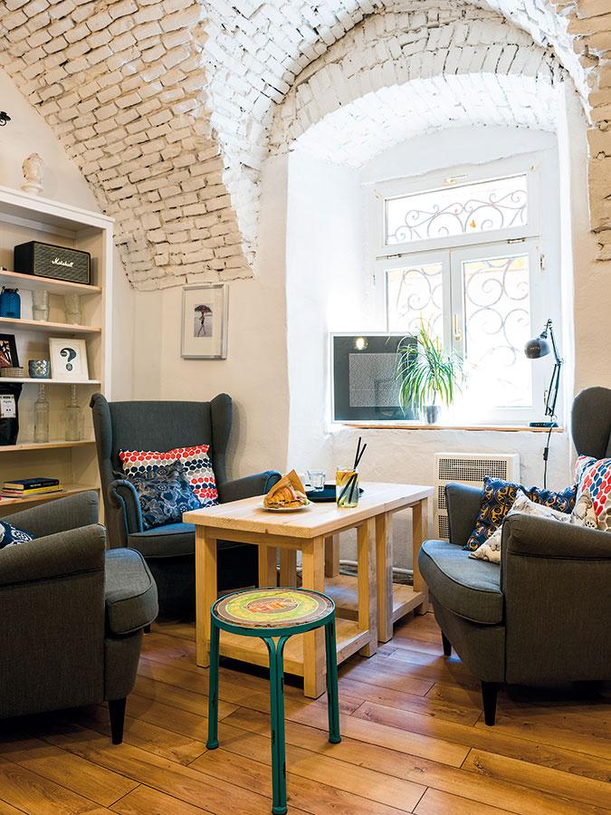 Retro stoličky pochádzajú zobchodu KARE Design amajitelia si ich priviezli zViedne. Jeho pobočku však nájdete aj na Slovensku.