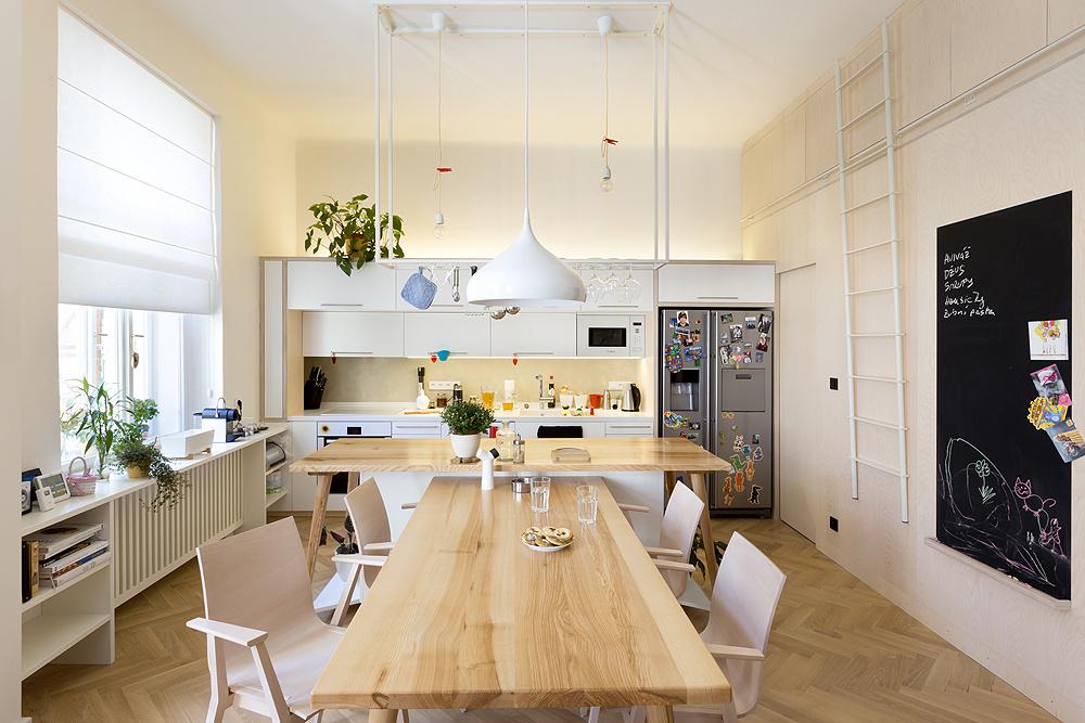 Ako zrekonštruovať starý byt, aby ostali zachované historické prvky a zároveň pôsobil moderne