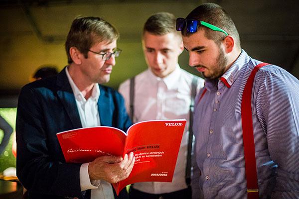 VELUX sa snaží približovať k slovenským študentom stredných odborných škôl prostredníctvom súťaže Rodinný dom VELUX.