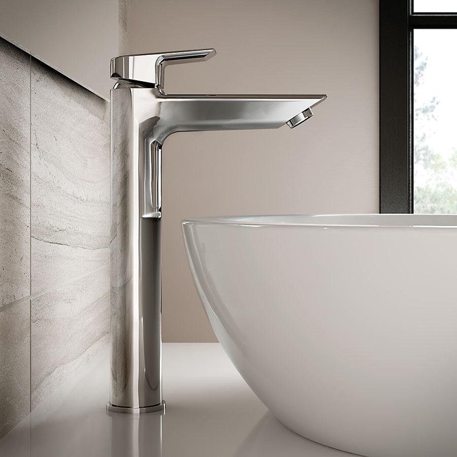 Čisté línie. Pre batérie z novej kúpeľňovej kolekcie TESI od spoločnosti Ideal Standard sú charakteristické čisté geometrické línie, ktoré vyvažujú mäkké zaoblené prvky. V ponuke nájdete tri typy umývadlových batérií rôznych rozmerov vybavené modernou keramickou kartušou pre dokonalú reguláciu prúdu i teploty vody.