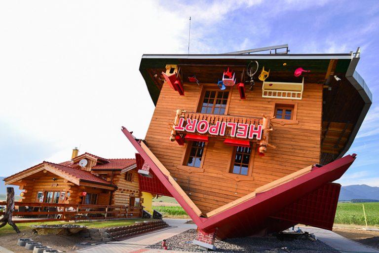 Nová atrakcia na Liptove! Dom hore nohami ako reakcia na právne a podnikateľské prostredie na Slovensku