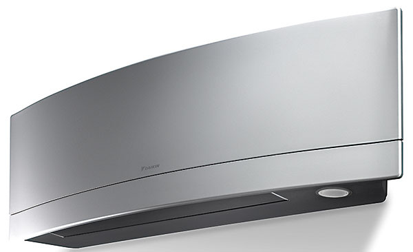 """Potvrdením kvalít klimatizačnej jednotky Daikin Emura bol zisk dizajnového """"Oscara"""" – ocenenia Reddot design award 2014 za vynikajúce konštrukčné a estetické riešenie."""