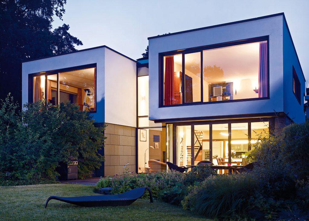 Rodinný dom s výhľadom na jazero vyžadoval kreatívny prístup k plánovaniu