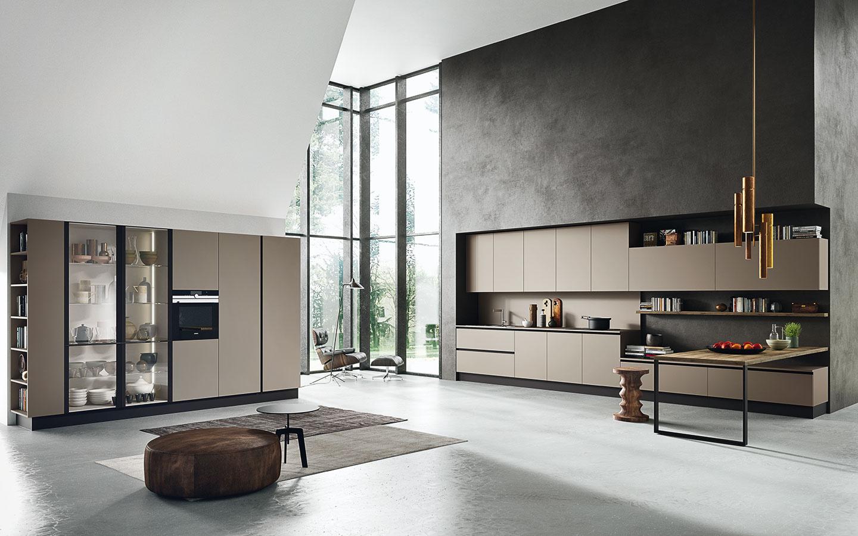 Stieranie rozdielov medzi zariadením kuchyne aobývacej izby bolo jedným zprvkov, ktoré sa objavovali vexpozíciách viacerých vystavovateľov, napríklad značky Pedini – linky boli vyrobené zrovnakého materiálu ako nábytok vobývacej časti alebo sa oba zariaďovacie prvky prepojili do jedného nábytkového komponentu.