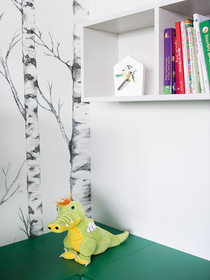 Časť skriniek vizbe mladšieho Martinka sa nesie vtmavšej zelenej farbe, ktorá opäť čerpá inšpiráciu vprírode.