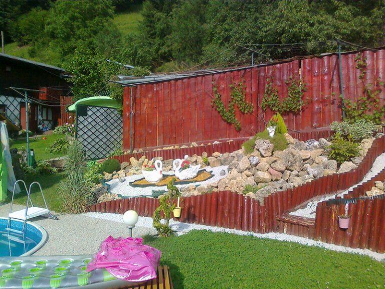 VÁŠ TIP: Premena záhrady s bazénom a okrasnou skalkou