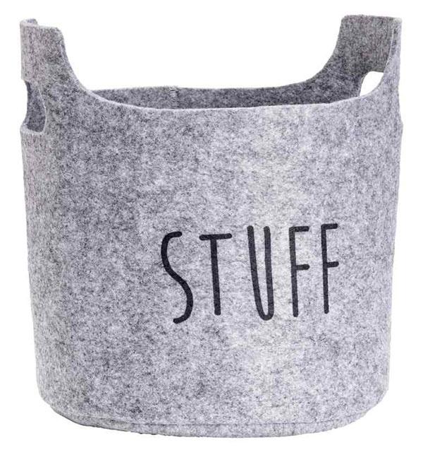 Malé úložné priestory zmäkkých materiálov poslúžia nielen pri udržaní poriadku vizbe, ale aj pri hrách. Kým najmenší si do nich uložia hračky, školáci vnich môžu uskladniť kancelárske potreby. Plstený košík nájdete vpredajniach H&M.
