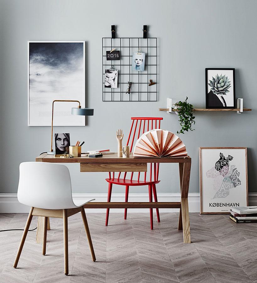 Spoločný stôl v priestore je vhodným kusom nábytku pre staršie deti. Umiestnením v priestore sa môže stať akousi hranicou dvoch častí izby s dvomi malými obyvateľmi. Stôl Norsu desk je možné objednať na www.norsu.com.au.