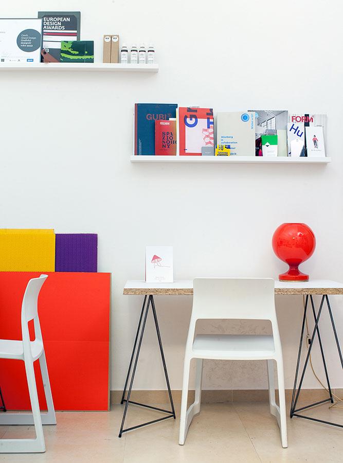 Stolové podnože Master & Master sú výhodné v tom, že stolovú dosku k nim môžete vybrať osobitne a o to je takéto zariaďovanie kreatívnejšie. Nájdete ich na www.bonami.sk.