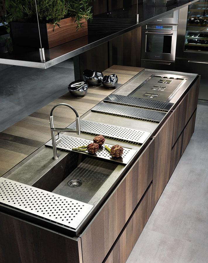 Vďaka praktickému doplnkovému sortimentu možno mnohé drezy v prípade potreby  premeniť na ďalšiu pracovnú alebo odkladaciu plochu, čo je vítaným riešením najmä v kuchyniach, kde sa doslova počíta s každým centimetrom. Podobným spôsobom možno využiť aj priestor varnej dosky.