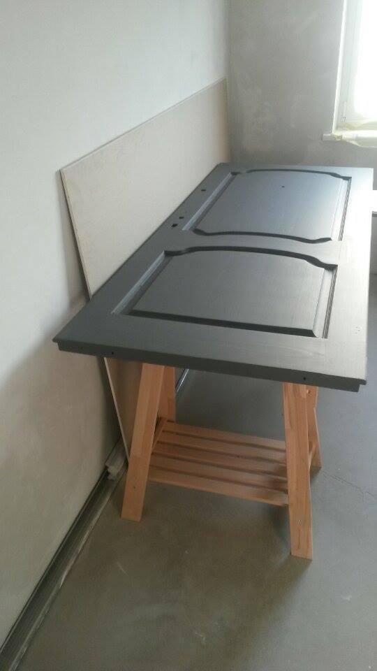 VÁŠ TIP: Stôl zo starých dverí
