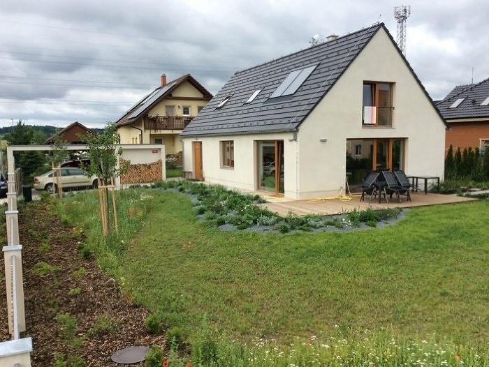 Aj jednoduchý tehlový domček bez zateplenia môže byť pasívny
