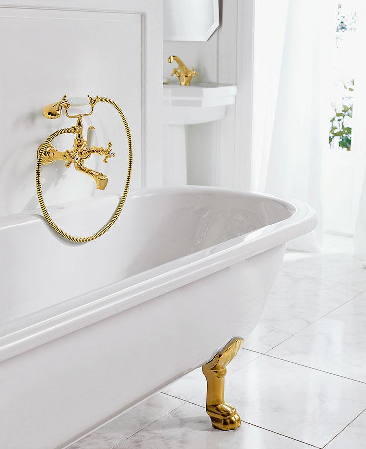 Pozlátená vaňová batéria Kludi Adlon sa môže pochváliť 23-karátovým zlatom v rustikálnom štýle. Vynikne včistej, bielej kúpeľni. Bohatá zdobenosť aluxusný vzhľad sú doplnené modernou technológiou armatúr.