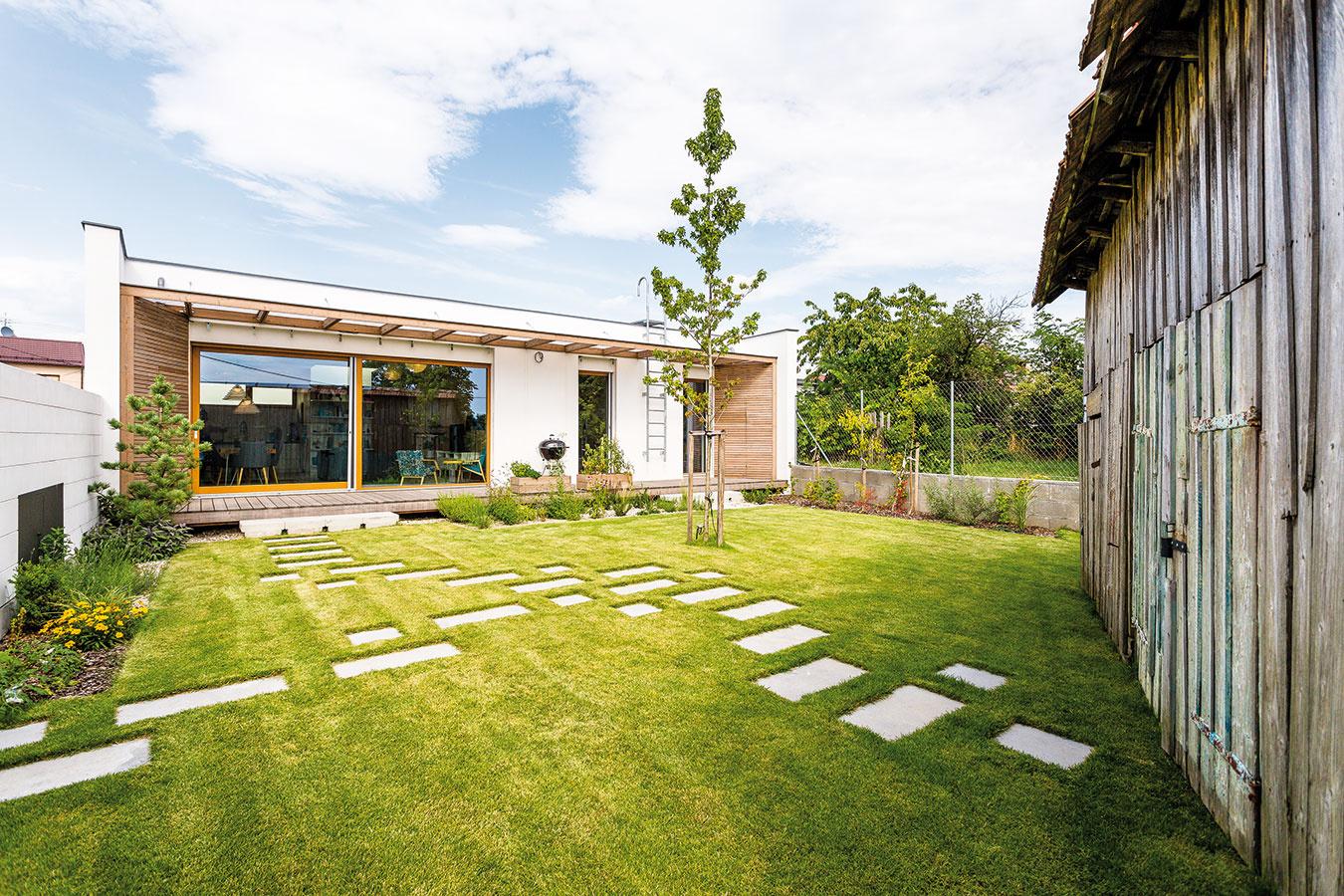 """PRÍZEMNÝ rodinný dom bol riešením """"bez schodov"""", ktoré znamenalo pre majiteľov pohodlie. Zároveň sa im pritom podarilo vmaximálnej miere využiť malý pozemok."""