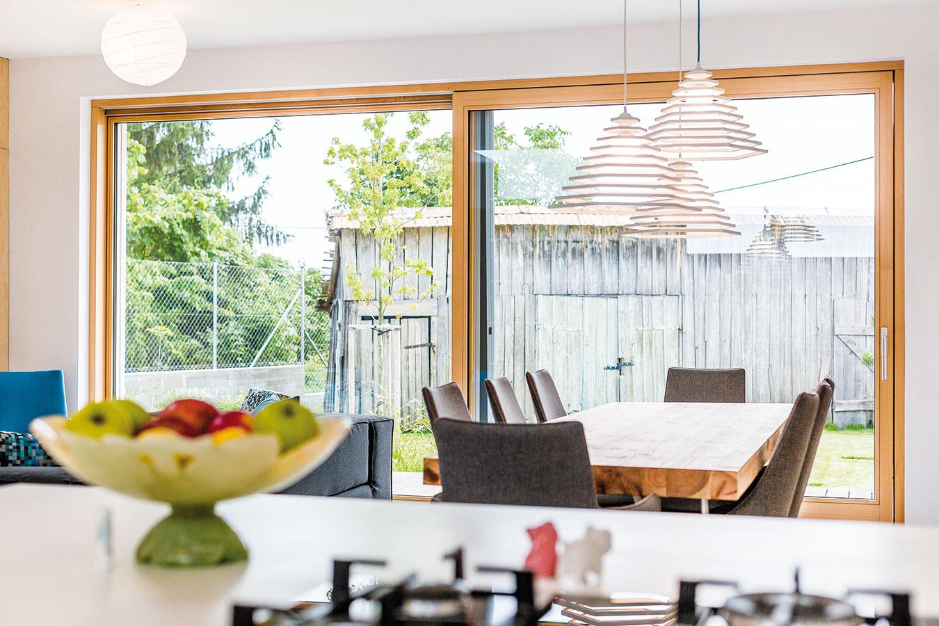 So starou stodolou, ktorá je neprehliadnuteľnou dominantou záhrady, majú majitelia ďalšie plány – chcú ju premeniť na hosťovský domček.