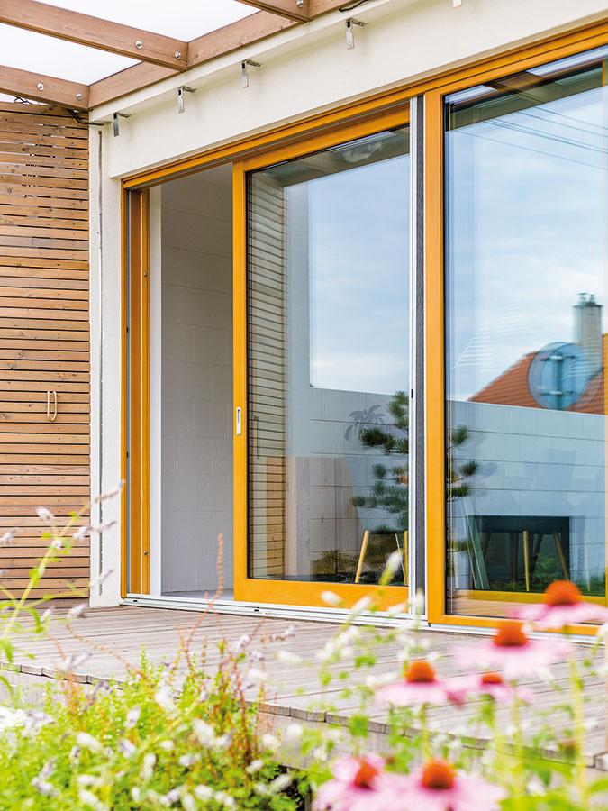 Spojenie interiéru sexteriérom je hlavnou devízou bývania vdome avtomto ju aj naplno využili.