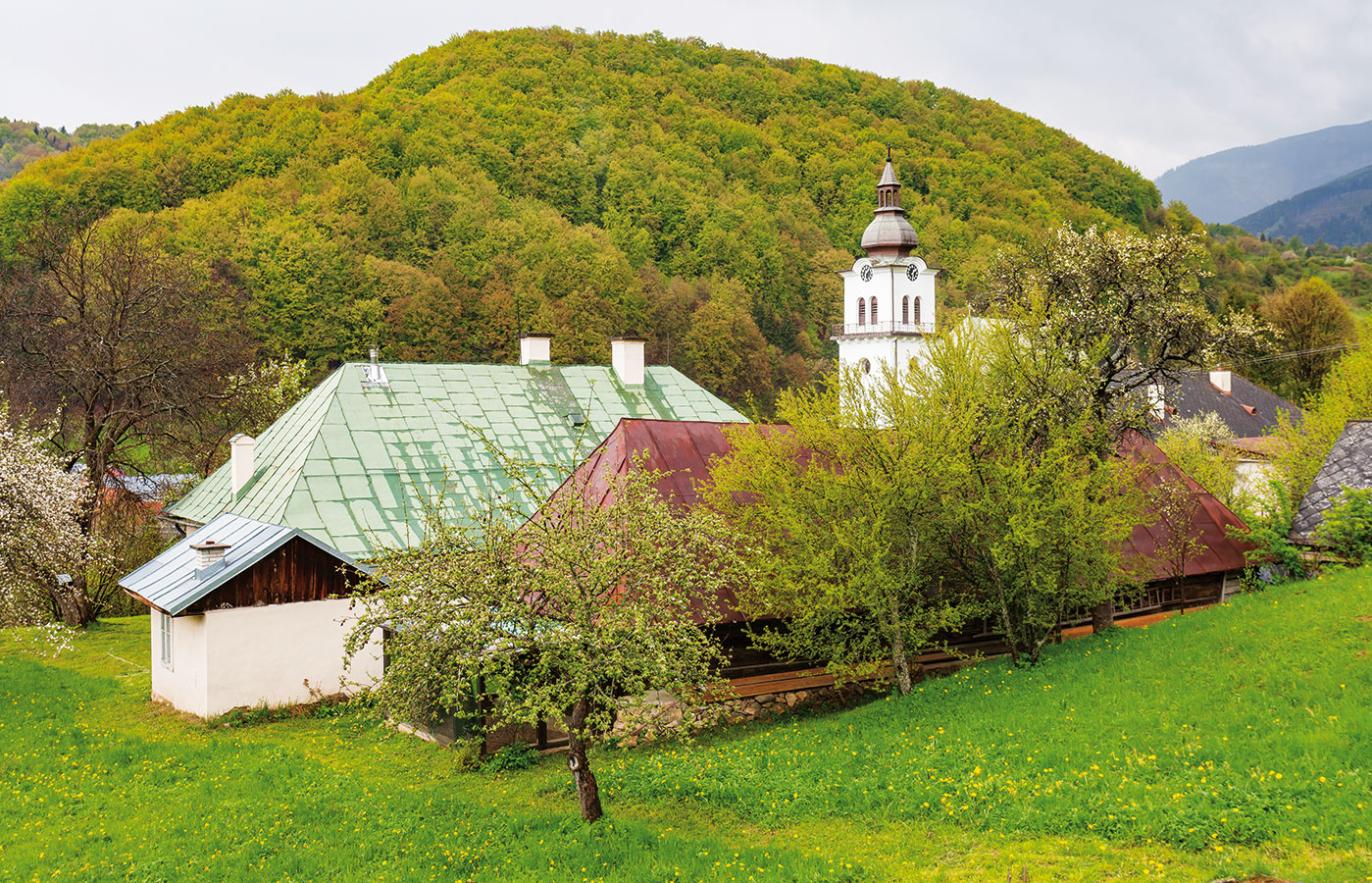 Ako si šikovný farár opravil a zariadil evanjelickú faru pod Nízkymi Tatrami