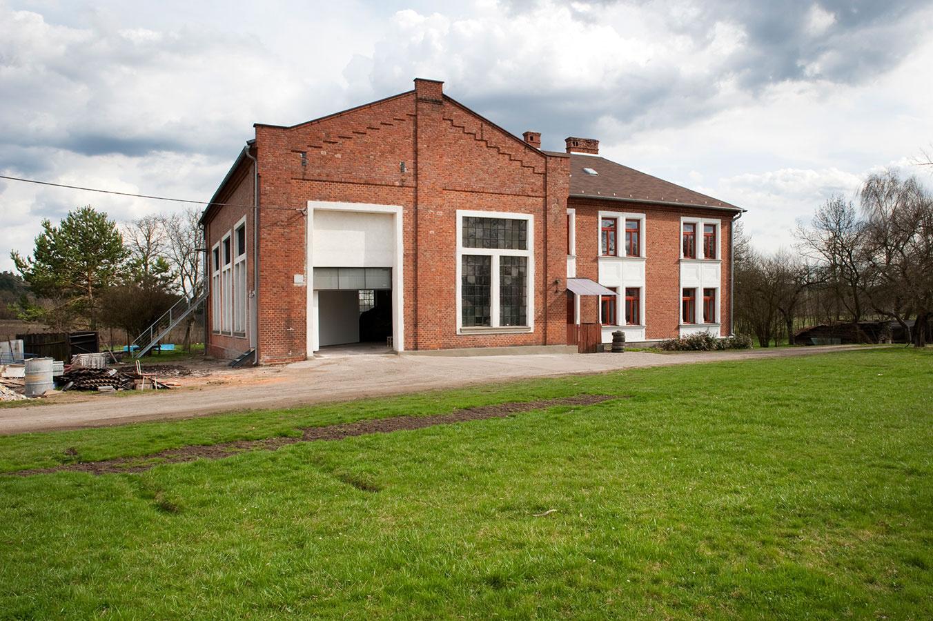 Ako zachrániť starú elektráreň a vyťažiť z nej maximum? Vstavať do nej byt! Bláznivé?