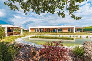 Bývanie v rozumne postavenej prízemnej drevostavbe by majiteľka určite nemenila
