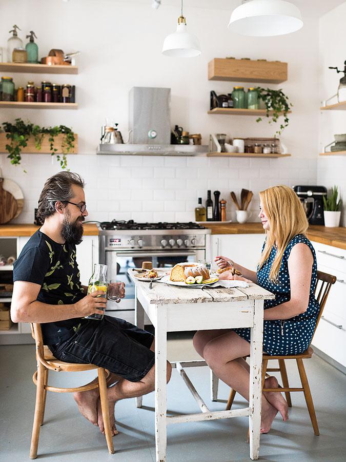 Moniku aRomana jedlo spája, spoločné stolovanie vich kuchyni je však pomerne vzácne. Do budúcnosti plánujú spoločný projekt, vrámci ktorého by chceli ponúkať domáce vývary, džemy a sirupy.