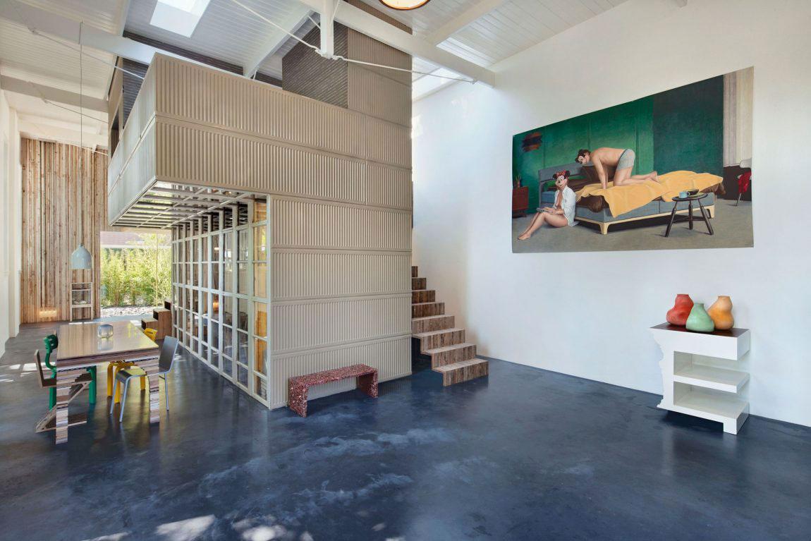 Z kôlne a množstva odpadu vybudovali perfektný príbytok