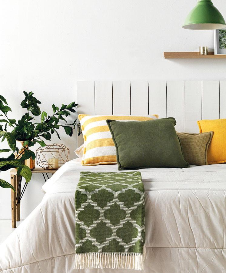 Hrejivé deky aplédy využijete nielen počas chladnejších večerov. Postlať nimi môžete aj vašu posteľ. Bohatú ponuku diek srôznymi vzormi nájdete vsortimente značky Euromant. (Predáva www.bonami.sk.)