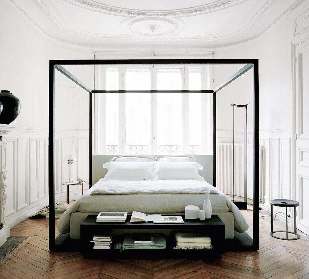 Posteľ Alcova zkolekcie Maxalto od značky B&B Italia pôsobí minimalisticky azároveň impozantne. Čalúnenie je dostupné vrôznych farbách, prípadne ho môže nahradiť koža. (Predáva www.konsepti.com.)