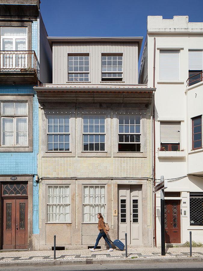 Úplne originálny úzky dom na troch podlažiach s nezvyčajnou atmosférou
