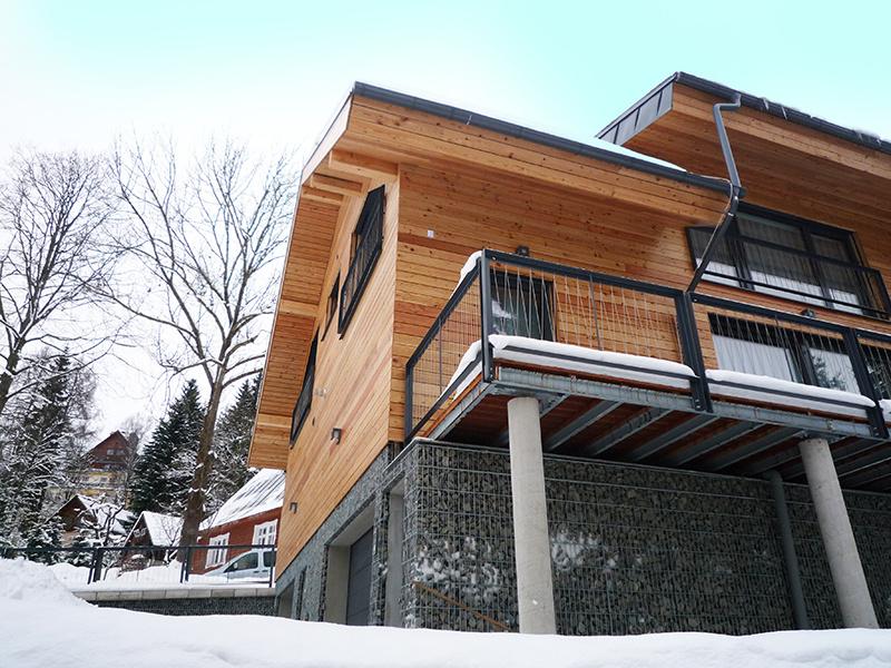 Horský dvojdom pre lyžiarov premenili na trvalé bývanie