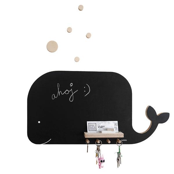 Vešiak akriedová tabuľa vtvare veľryby,  70 × 35 cm, 45 €, www.woolishop.sk