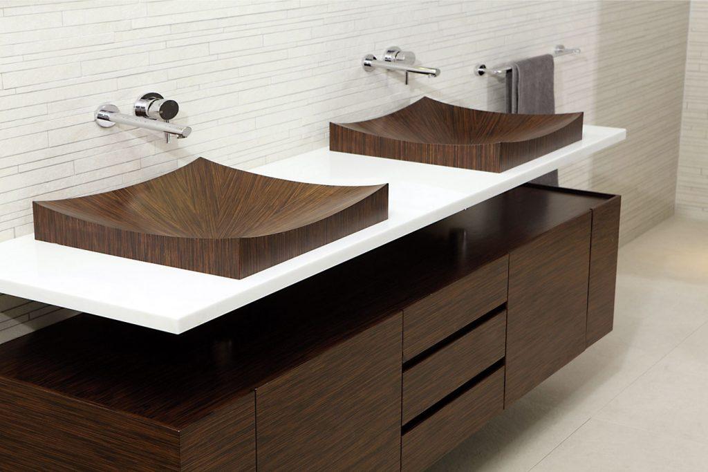 Čo sa nosí v kúpeľni? Najnovšie trendy hlásia jednoduchosť!