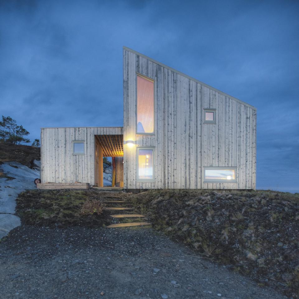 Netradičnú drevenicu v Nórsku si postavili svojpomocne