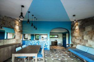 Ak máte radi modrú, tento interiér si zamilujete!