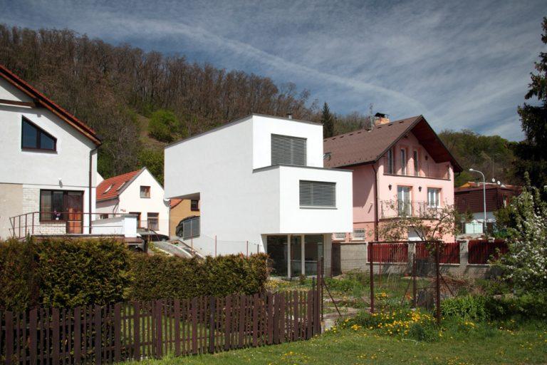 Atypický dom na 7-metrovom pozemku: Geometrickou hrou sa dá dosiahnuť veľa!