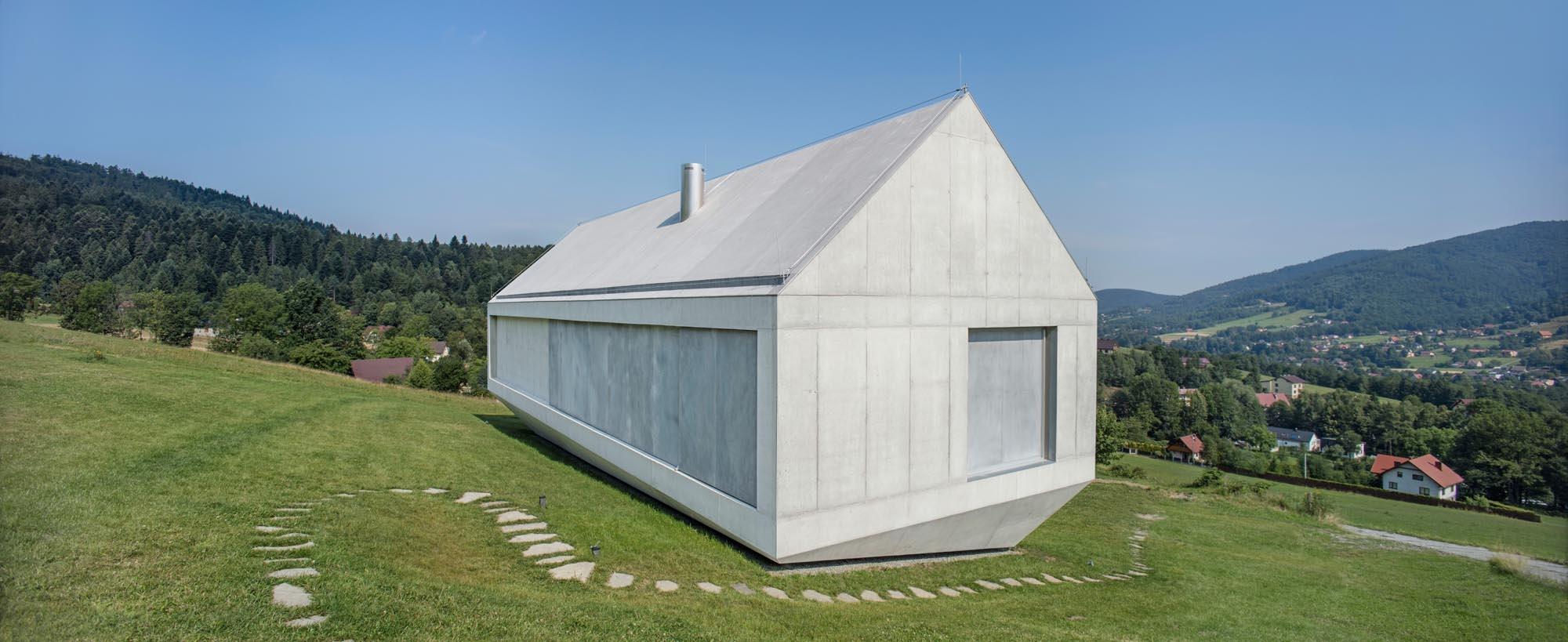Betónová archa uprostred zelenej lúky: Budúcnosť bývania?