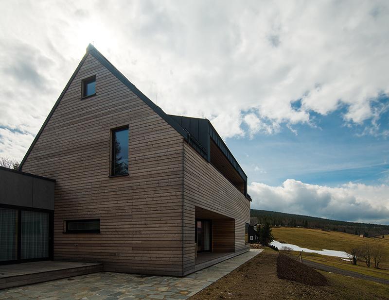 Montovaná drevostavba ako chata na starý štýl