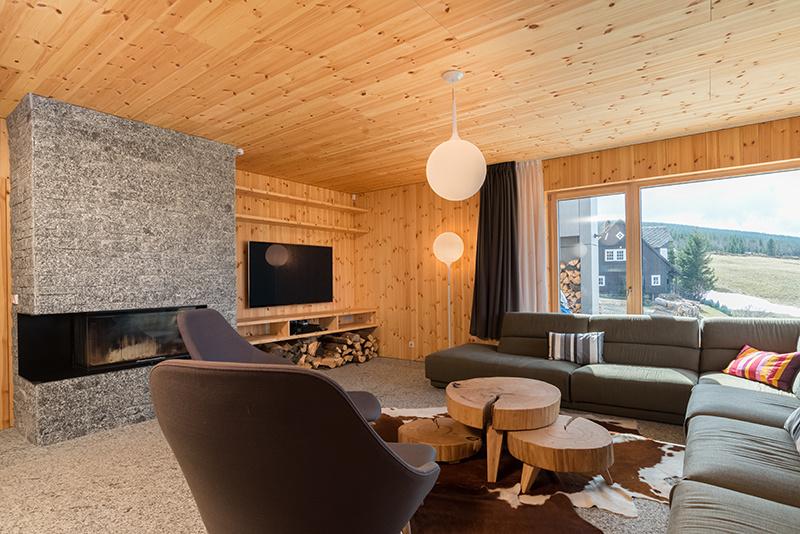 Montovaná drevostavba ako chata na starý štýl: Aj vy si takto predstavujete dokonalý relax?