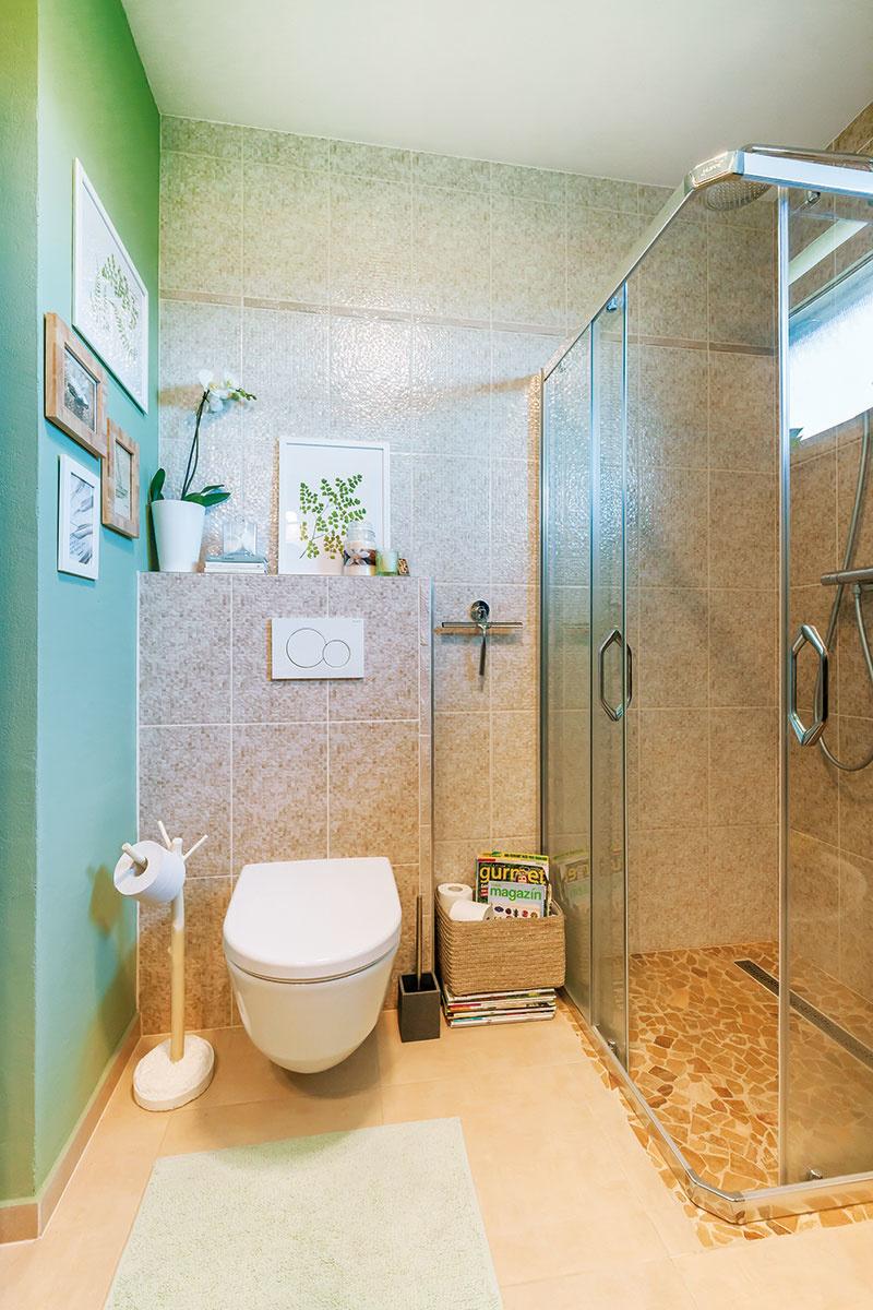 Závesné WC zaberá menej miesta ako bežná toaleta a uľahčuje upratovanie.