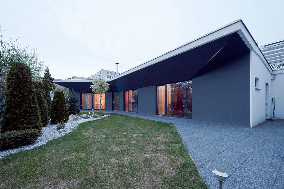 Nenápadný domček v Trenčíne sa rozširuje do záhrady